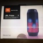 JBLのスピーカー Pulseの音と色がイイ感じ!